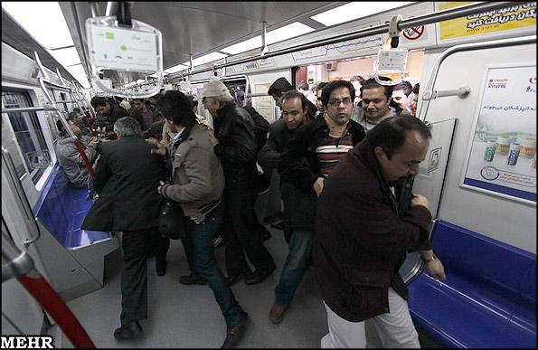 عکس: مترو سوار شدن ما ایرانیا !!!